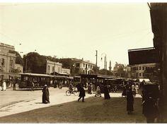 ميدان العتبة الخضراء في اوائل القرن العشرين سنة 1903 Photographs, Photos, Cairo, Egyptian, Nostalgia, Oriental, Street View, Black And White, History