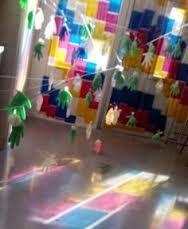 Resultado de imagen para javier abad instalaciones Reggio Emilia, Movement Preschool, Preschool Science, Art For Kids, Crafts For Kids, Arts And Crafts, Daycare Spaces, Infant Classroom, Light Games