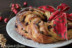 Un soffice intreccio di profumi e sapori rendono questa Ghirlanda dolce di Natale una bontà a cui non riuscirete a resistere