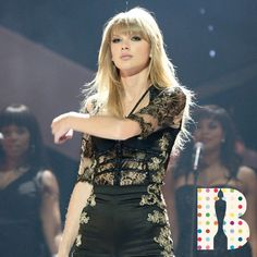 Taylor Swift Fashion and style ideas and inspiration for women. What to wear today Taylor Swift 2010, Taylor Swoft, Taylor Swift Hair, Live Taylor, Taylor Swift Style, Swift Tour, 2010s Fashion, Taylor Swift Pictures, First Girl