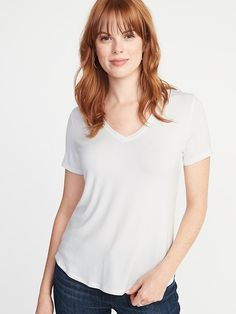 How to Dress to Hide Mom Belly Pooch - Bless'er House Urban Fashion, Womens Fashion, Fashion Edgy, Preppy Fall, Belly Pooch, Old T Shirts, Tees For Women, Girls Shopping, V Neck Tee