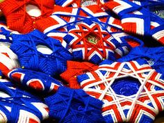 Yarn stars for 4th of July by gingerbread_snowflakes via Flickr.