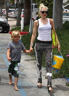 Gwen Steffani & Kingston on their way to a beach party comps of babyrazzi.com