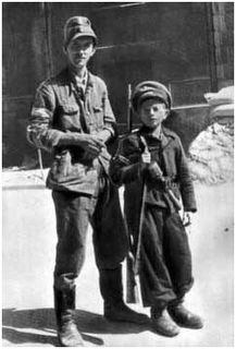 Farther and son insurgents. - Huge Collection Of The Warsaw Uprising Photos 18 Best of Web Shrine Warsaw Ghetto Uprising, Poland Ww2, Poland History, Home Guard, Red Army, Second World, My Heritage, World War Two, Wwii