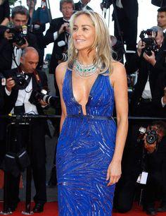 Palme du décolleté tellement plongeant qu'on aperçoit l'étiquette de la culotte : Sharon Stone
