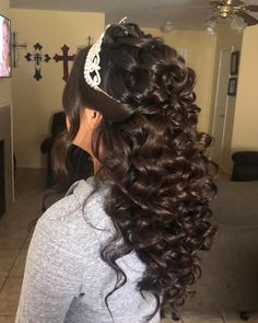 Check out 78 half up half down quinceanera hairstyles. You can create many different looks; try adding braids, bumps, or big/small crowns to this hairstyle! Sweet 16 Hairstyles, Quince Hairstyles, Baddie Hairstyles, Curled Hairstyles, Wedding Hair Half, Wedding Hairstyles Half Up Half Down, Half Up Half Down Hair, Curls For Long Hair, Tight Curls