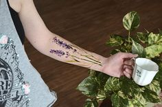 1-DIY-pressed-flowers-tattoo-is-now-a-thing