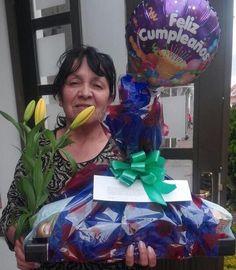 Sorpresa. Feliz Cumpleaños.  Un saludo muy especial de tu hija!!!