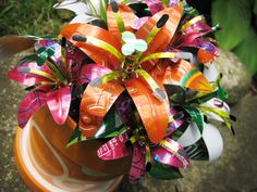Recycling Ideas For Soda Cans - 4 UR Break- provides some information about interesting trends. Crafts From Recycled Materials, Recycled Crafts Kids, Recycled Art, Recycled Clothing, Recycled Fashion, Soda Can Flowers, Tin Flowers, Flowers Garden, Aluminum Can Crafts