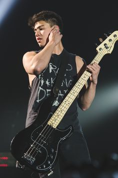 SLFL: Sheffield - April 5, 2016 Here we have one of the five shirts CALUM will be wearing this tour