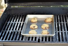 It's too hot to turn on the oven, but you want cookies. Turn on the grill for Grilled Chocolate Chip Cookies! Fire Cooking, Cooking On The Grill, Chocolate Desserts, Chocolate Chip Cookies, Delicious Desserts, Dessert Recipes, Waffle Cookies, Food Temperatures, Cooking Cookies
