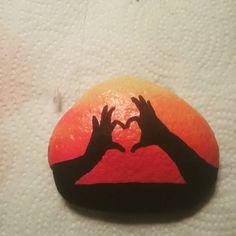 Billedresultat for rock painting silhouettes Rock Painting Patterns, Rock Painting Ideas Easy, Rock Painting Designs, Pebble Painting, Pebble Art, Stone Painting, Stone Crafts, Rock Crafts, Silhouettes