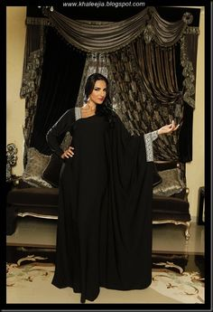Market of abaya brands is getting huge in the GCC nowadays. But there are some unique brands that inspire you to wear abaya more and more . Arab Fashion, Islamic Fashion, African Fashion, Modest Dresses, Modest Outfits, Formal Dresses, Kaftan Abaya, Black Abaya, Middle Eastern Fashion