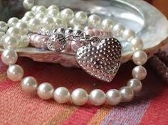Jewelry box: Creating A Pearl Jewelry Marketplace