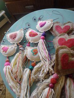 Hearts and birds with tassels Felt Crafts, Fabric Crafts, Diy And Crafts, Pom Pom Garland, Fabric Birds, Love Craft, Wool Applique, Fabric Jewelry, Handicraft