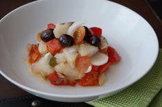 Esqueixada -  Hoy os propongo una esqueixada, una ensalada de bacalao de la gastronomía Catalana. La esqueixada es una ensalada que se prepara con bacalao y verduras. Es rápida y sus ingredientes son sencillos, está muy buena y queda un plato muy completo. La esqueixada aporta una gran fuente de proteína que... - https://www.lasrecetascocina.com/esqueixada/