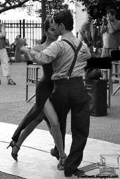 Learn to dance the tango in Argentina Shall We Dance, Lets Dance, Dance Art, Ballet Dance, Photo Zen, Dance Hip Hop, Dance Aesthetic, Tango Dancers, People Dancing