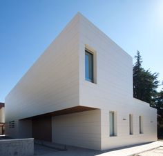 Residentieel project in Aravaca, Madrid. Spain. 2016 600 m2 Edora 12 mm geventileerde gevel, BAT arquitectura. Jose Bataller (architect)
