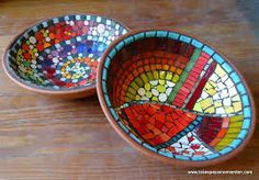 los espejos no mienten mar del plata - Buscar con Google Mosaic Birdbath, Mosaic Tray, Mosaic Pots, Pebble Mosaic, Stained Glass Designs, Mosaic Designs, Mosaic Patterns, Mosaic Bottles, Mosaic Stepping Stones