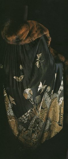 Japanese lacquer was one of the media used to express Art Deco style in the 1920s. Surface decoration that had a quality similar to lacquer work was developed, and it was often used for textiles as well.