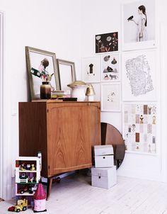 Vee Speers is an Australian artist living in Paris. Decorating Your Home, Interior Decorating, Interior Design, Galley Wall, Creative Decor, Creative Kids, Kid Spaces, Interior Inspiration, Hallway Inspiration