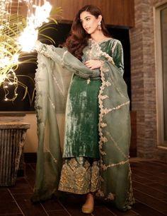 Velvet Pakistani Dress, Asian Wedding Dress Pakistani, Simple Pakistani Dresses, Pakistani Fashion Party Wear, Pakistani Dresses Online, Indian Fashion Dresses, Pakistani Dress Design, Indian Designer Outfits, Pakistani Outfits