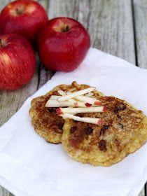 Jeg laget eplelapper til frokost i dag, en liten luksus jeg unner meg når jeg nå engang er alene på hytta. Imidlertid gjør eplene og rosine...