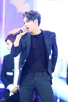 Mingyu ♡ This fucking suit.. WHY...... Every time I see him in this suit, I have the sense of me having made the perfect man in a computer. ?? I do..