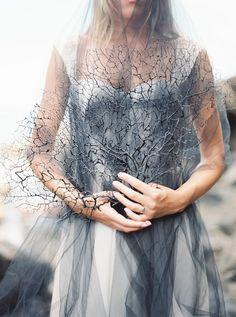 Black coral bridal s