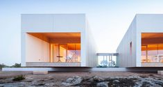 Architecture firm Marià Castelló Martínez has recently designed this house for a family sensitive to the environment on the south coast of the Spanish island of Formentera. This territory has a place that unleashes the desire to inhabit a oneiric view, where the horizon is only cut by the beautiful silhouette of the Pi des …