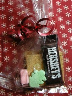 DIY: Christmas S'Mores - Also includes a downloadable gift tag but I prefer the ribbon ♥