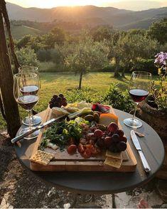 Comida Picnic, Good Food, Yummy Food, Think Food, In Vino Veritas, Charcuterie Board, Aesthetic Food, Food And Drink, Healthy Recipes