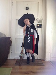 The Worst Witch Fancy Dress World Book Day. World Book Day Outfits, World Book Day Ideas, World Book Day Costumes, Book Week Costume, Fancy Dress Diy, Witch Fancy Dress, Diy Dress, Dress Up Costumes, Diy Costumes