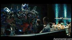 Optimus Prime y Robert Epps