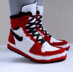 fuggit sneakers 10 Richard Riley, based in the Washington D. area, created Fuggit crochet sneakers, a project which took one step further in this game and started creating u Crochet Slipper Boots, Knit Shoes, Crochet Baby Shoes, Knitted Slippers, Crochet Clothes, Crochet Designs, Crochet Patterns, Knitting Patterns, Knitting Tutorials