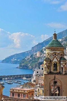 A costa amalfintana é deslumbrante.Lindos lugares para ir e boa comida.Amalfi.