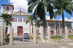 A Igreja Matriz, construída em 1850, é um dos mais antigos e preservados prédios de Caldas Novas, estado de Goiás, Brasil.  Fotografia: Secretaria de Turismo de Caldas Novas.
