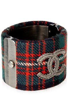 CHANEL Tartan Hinged Cuff Art Chanel, Chanel Jewelry, Coco Chanel, Chanel Men, Jewelry Box, Scottish Plaid, Scottish Tartans, Vivienne Westwood, Tartan Fashion