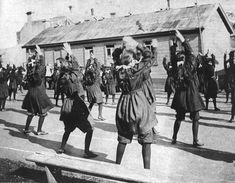 Otago Girls' High School gym class, 1905