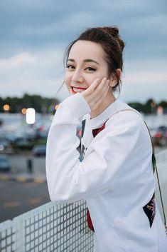 Chinese stars grace 2019 Milan S/S Fashion Week Kim So Hyun Fashion, Beautiful Chinese Girl, Asian Cute, Asian Celebrities, Chinese Actress, Ulzzang Girl, Beautiful Actresses, Korean Girl, Actors & Actresses
