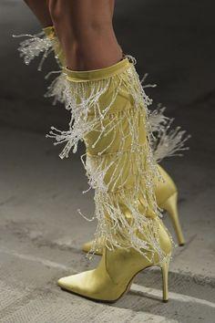 Gold Fashion, Fashion Boots, Womens Fashion, Fashion Show, Milan Fashion, Fashion Trends, Runway Shoes, Couture Shoes, Dream Shoes