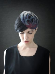 This modern style headband adds impact to an outfit and is perfect for everyday outings or even your evening bash. CONSTRUCTION: 100% wool industrial