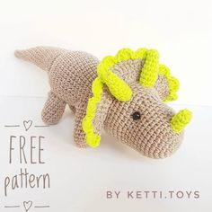 FREE crochet dinosaur pattern Learn how to crochet a triceratops amigurumi with this free pattern. This cute dinosaur is approximately cm) long. Crochet Dinosaur Patterns, Crochet Frog, Crochet Dragon, Crochet Mouse, Crochet Blanket Patterns, Crochet Dolls, Free Crochet, Crochet Turtle, Double Crochet