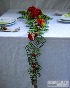 New wedding centerpieces unique unusual ideas Christmas Flower Arrangements, Ikebana Flower Arrangement, Modern Flower Arrangements, Art Floral, Deco Floral, Flower Show, Flower Art, Flower Decorations, Table Decorations