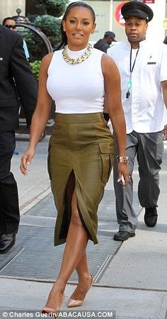 Mel B puts Heidi Klum in the shade Classy Outfits, Cute Outfits, Mode Chanel, Spice Girls, Elegant Outfit, Mode Style, Beautiful Black Women, Skirt Outfits, Fashion Outfits