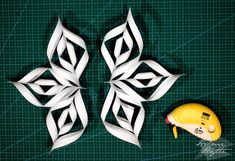 diy-3d-paperiset-lumihiutaleet 3d Origami, Christmas Crafts, Lifestyle, Stars, Holiday, Flowers, Snowflakes, Cut Outs, Paper Envelopes