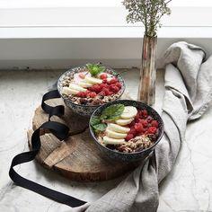 Dynamic duo . . . #huomenta#aamiainen#aamu #viikonloppu #tuorepuuro#terveellinenaamiainen#terveellinen#värikäs#nelkytplusblogit#healthychoices#breakfast#overnightoats#smoothiebowl#smoothie#powerbreakfast#dailyfoodfeed#flatlay#foodstyling#wholesomefood#onthetable#dynamicduo#foodpic#foodphoto#frukost#petitdejeneur#goodmorning#pursuepretty#朝食#プレート