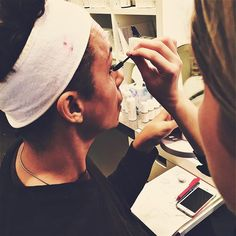 Lashes lashes #lashes for #jomamajones with @jessarnaudin #behindthescenes #stagemakeup #hypoallergenic #makeup
