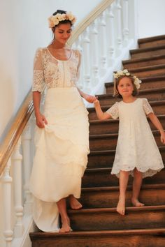 Défilé Laure de Sagazan 2016. Photo : Les Jolis Mondes Laura Lee, Bridal Dresses, Wedding Gowns, Nice Dresses, Flower Girl Dresses, Barbie Wedding, Wedding Dress Patterns, Courthouse Wedding, Wedding Photoshoot