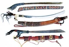 The mandau is the traditional weapon of the Dayak of Kalimantan. They were once feared for their ancient tradition of headhunting practices. Tactical Swords, Viking Shield, Indonesian Art, Arm Armor, Primitive Crafts, Borneo, Tribal Art, Traditional Art, Old World